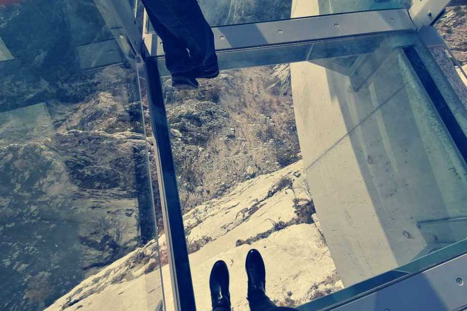 Biokovo-Skywalk-look-down.jpg