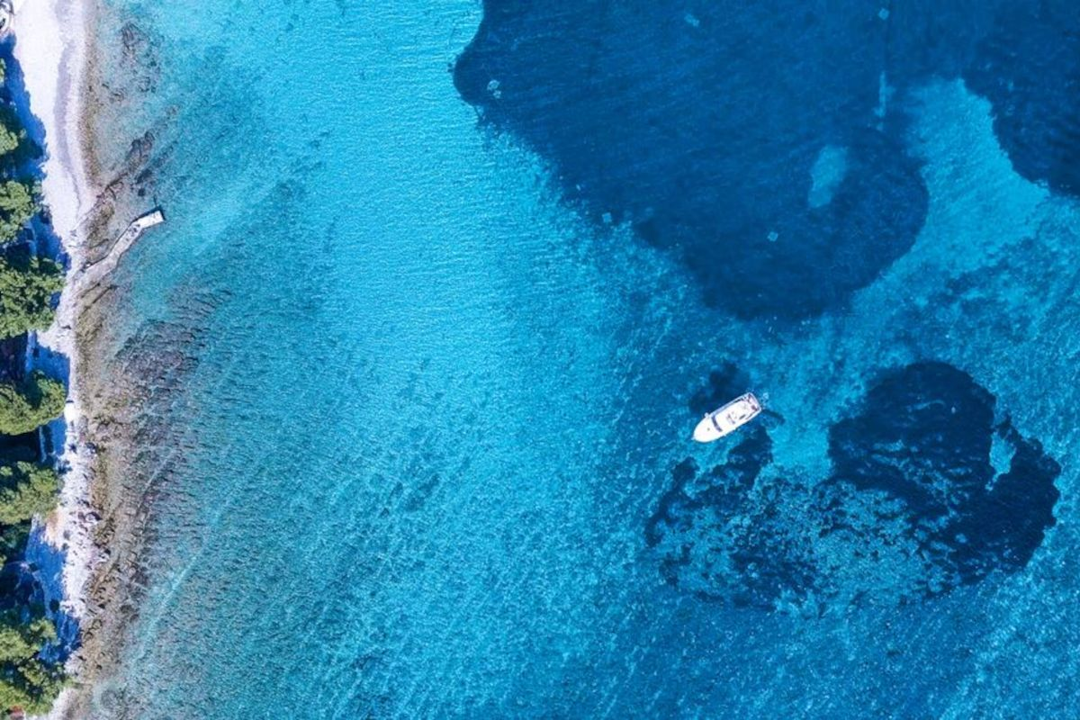 Crewed catamaran charter – Early booking