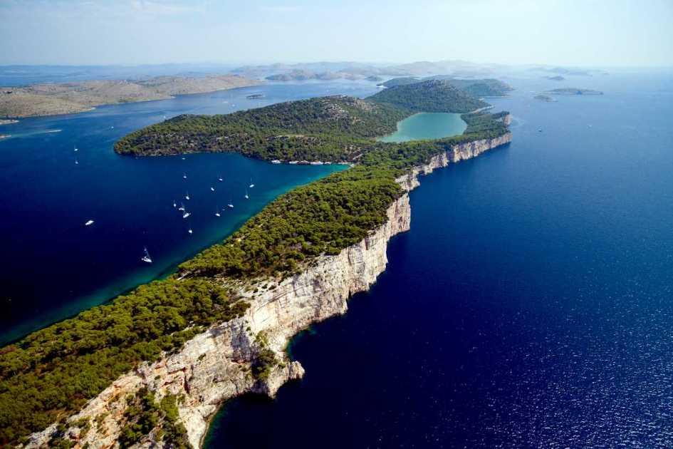 Dugi-otok-and-its-Nature-Park-Telašćica-with-lake-Mir.jpg