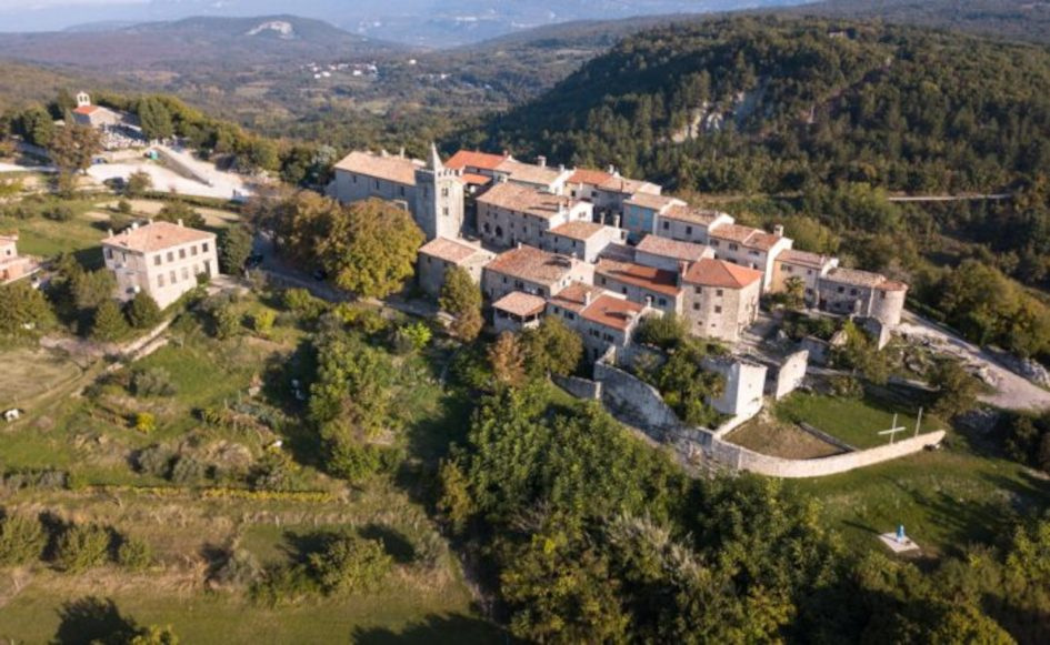 Hum-small-town-in-Istria.jpg