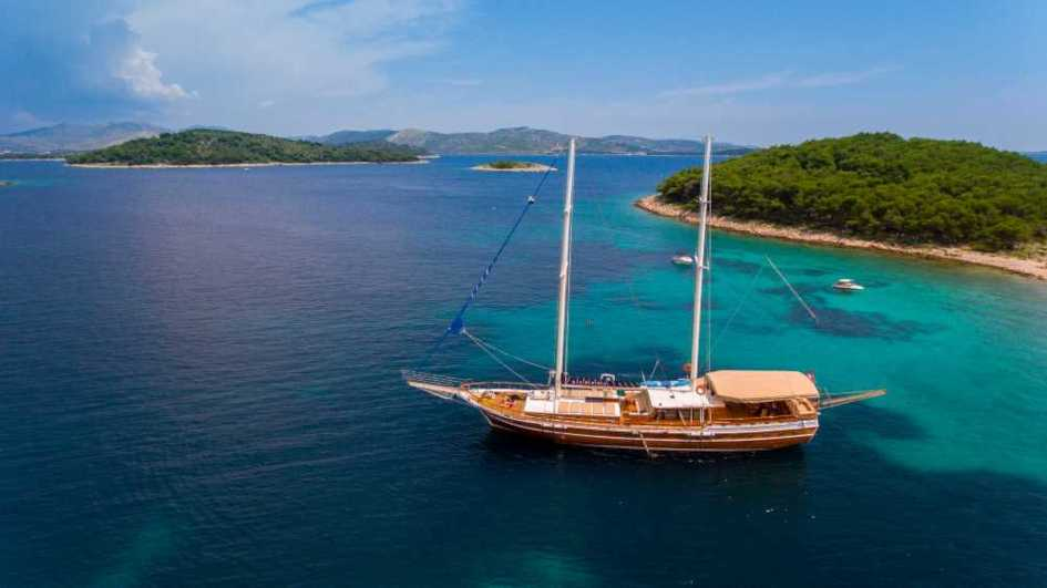Luxury-sailing-holidays-Croatia-Gulet-Kadena.jpg