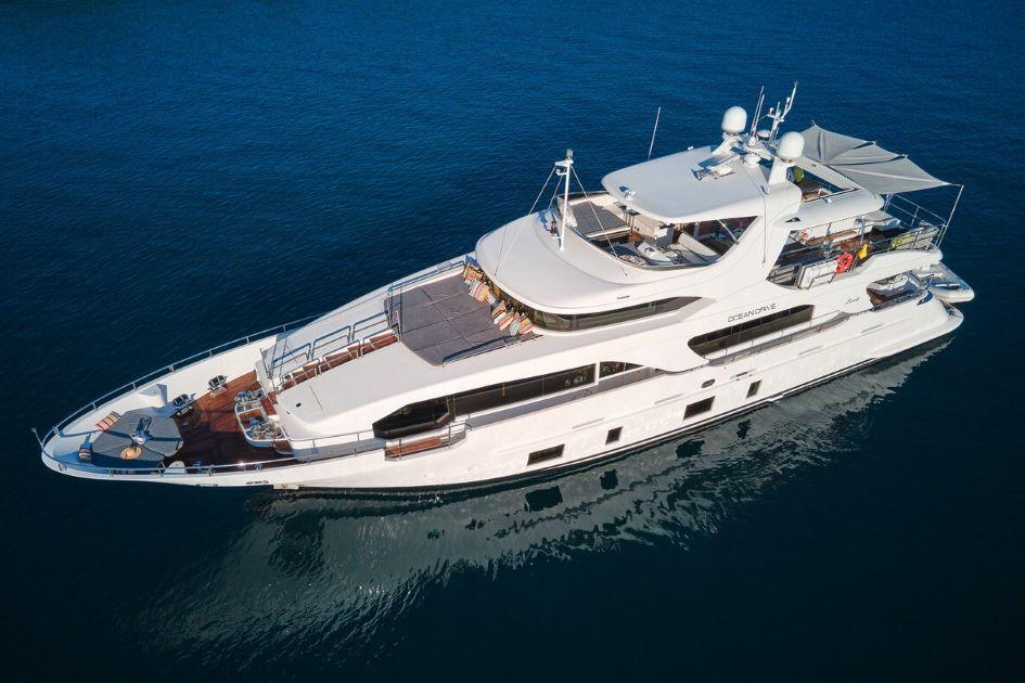 luxury-yacht-charter-croatia-benetti-delfino-93.jpg