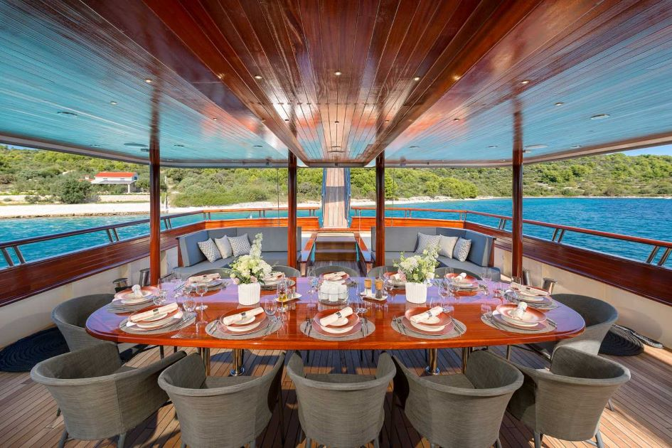 luxury-yacht-charter-guide-croatia-son-de-mar.jpg