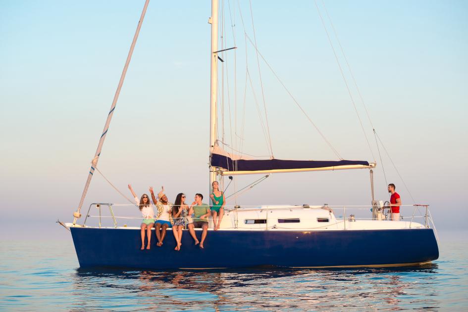 monohulls-vs-catamarans-1.jpg