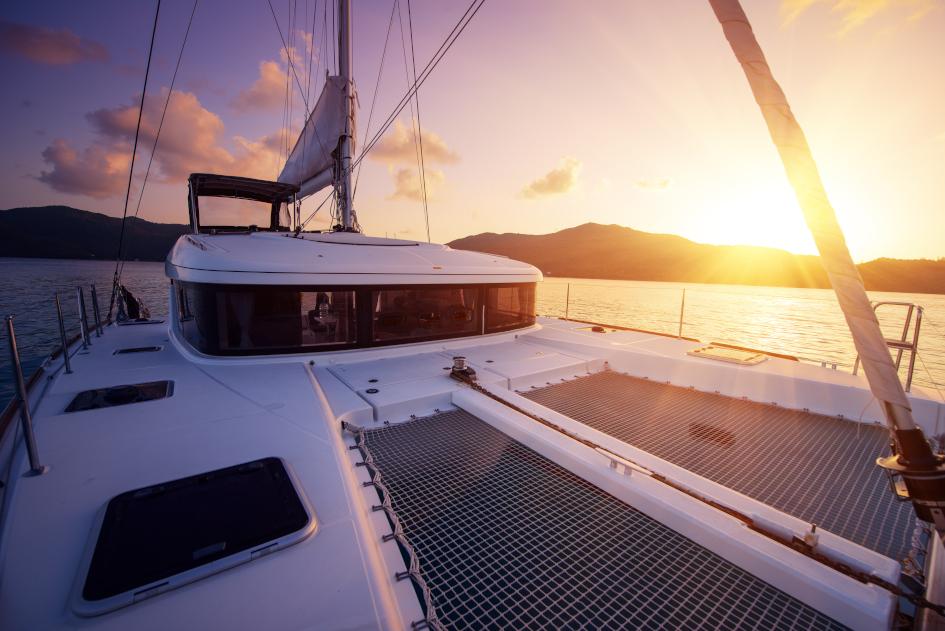monohulls-vs-catamarans-comfort.jpg