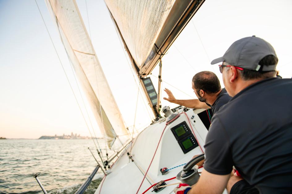 monohulls-vs-catamarans-sailing-yacht-heel.jpg