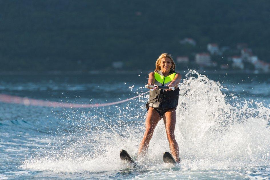 Adrenalin-Pack-water-skiing.jpg