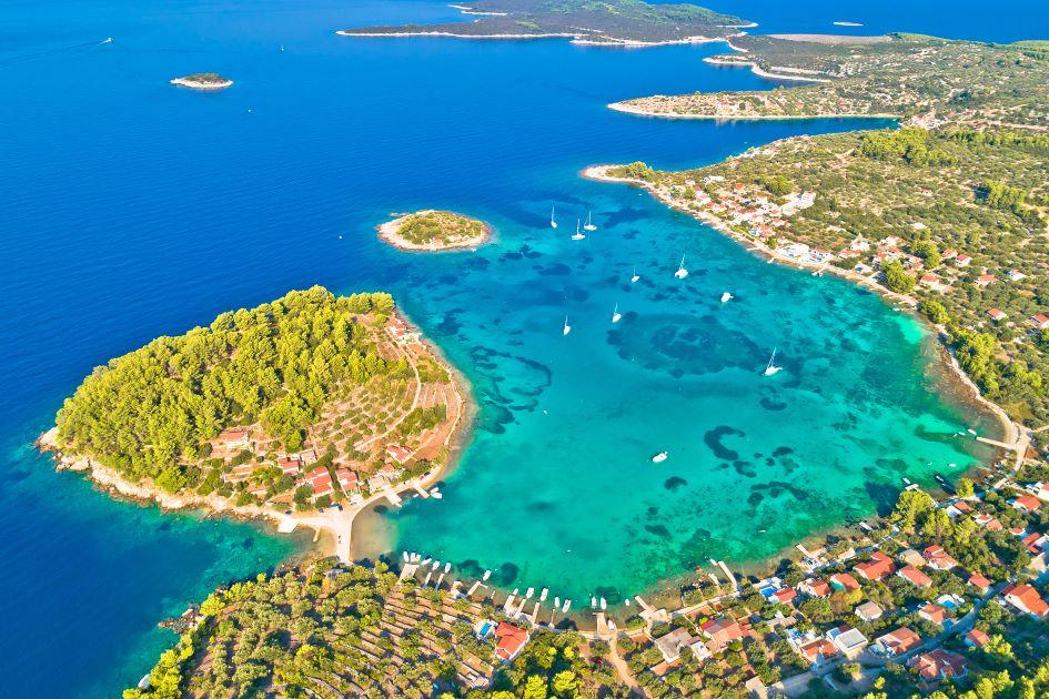 gradina-bay-anchorage-korcula-island-south-adriatic.jpg