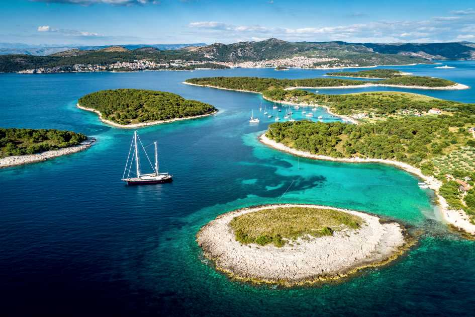 pakleni-islands-hvar-dalmatia-yachts-boats-charter-croatia.jpg
