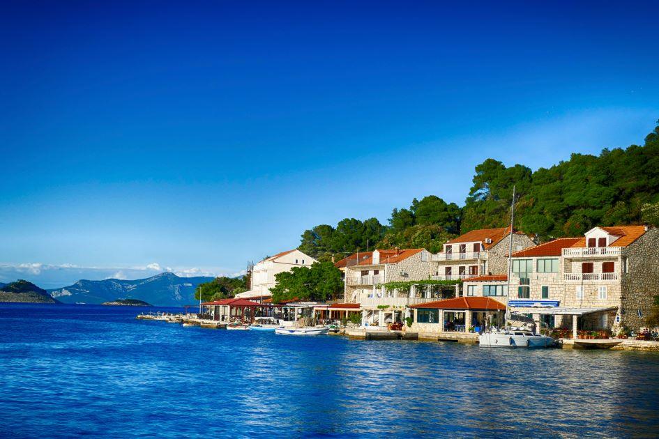 pomena-bay-mljet-island-sailing-yachts-croatia.jpg