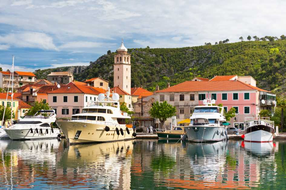 skradin-town-harbour-middle-adriatic-yachts.jpg