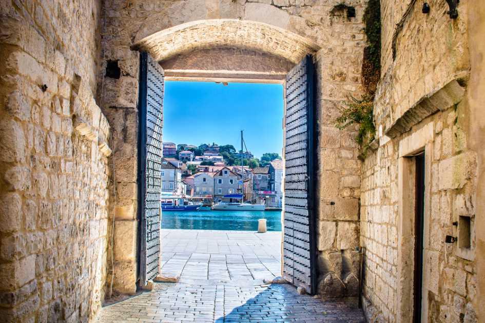 south-city-gate-trogir-dalmatia-sailing-destination-croatia.jpg