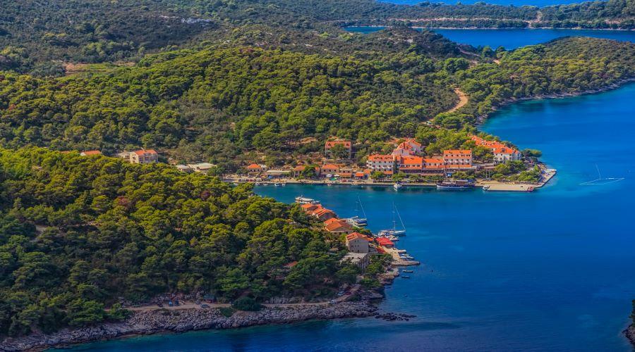 one-way-sailing-route-split-dubrovnik-pomena-bay-mljet-croatia.jpg