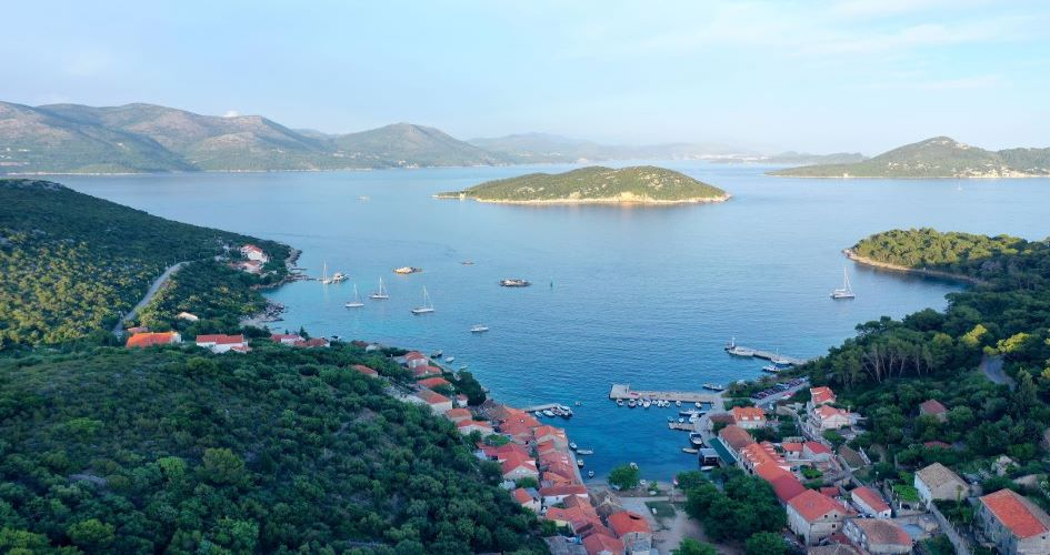 one-way-yacht-charter-split-dubrovnik-sipan-island-elaphiti-croatia.jpg