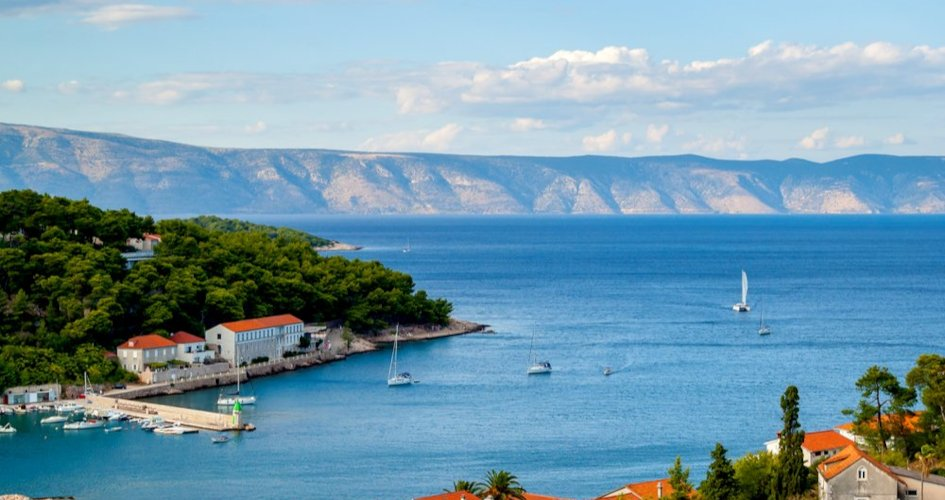 sailing-with-children-itinerary-recommended-routes-in-croatia-secret-adriatic-jelsa.jpg