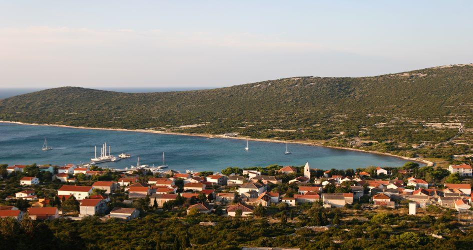 zadar-yacht-charter-sailing-north-ist-island.jpg