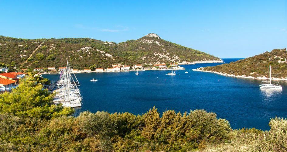 zaklopatica-anchorage-lastovo-sailing-in-croatia.jpg