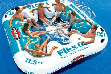 Water toys and leasure equipment